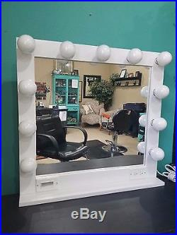 Hollywood Vanity Makeup Mirror With Lights, Large 32 X 28